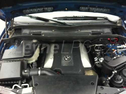 BMW X5 4,4i LPG - Motor