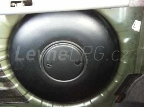 Nissan Primera 2.0 LPG - Nádrž