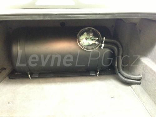 BMW e38 728i LPG nádrž
