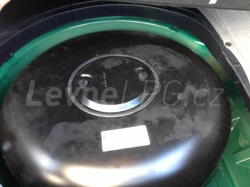 BMW 540 E39 LPG - nádrž
