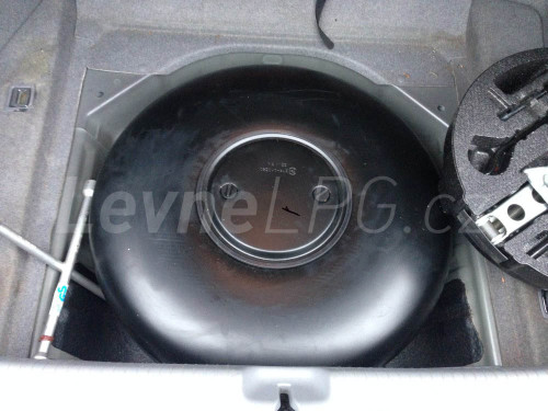 Honda Legend 3.5 LPG - Nádrž