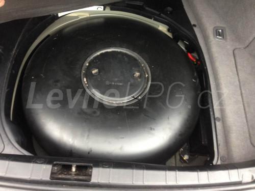 BMW 750 E65 LPG - nádrž