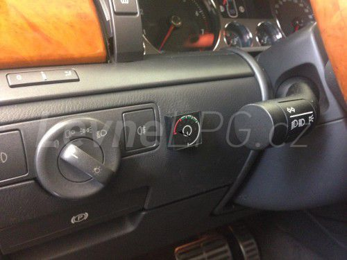 Volkswagen Phaeton 3.2 LPG - Přepínač